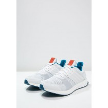 Zapatillas running de estabilidad adidas Performance ULTRA BOOST ST blanco
